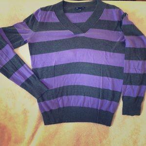 Gap V-neck light weight sweater
